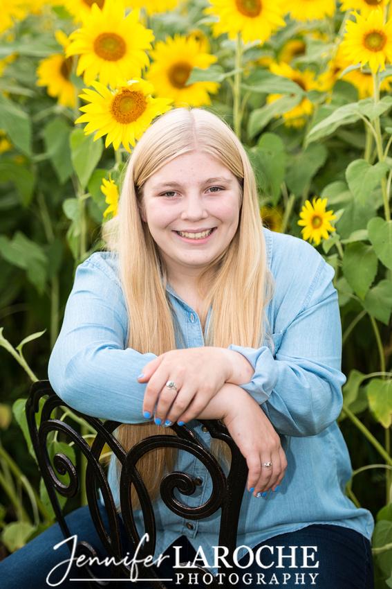 colby-farm-sunflowers-senior-portrait--photo-session