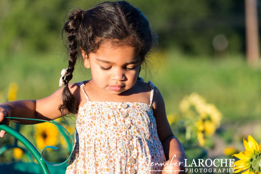 Toddler-Girl-Portrait-in-Sunshine